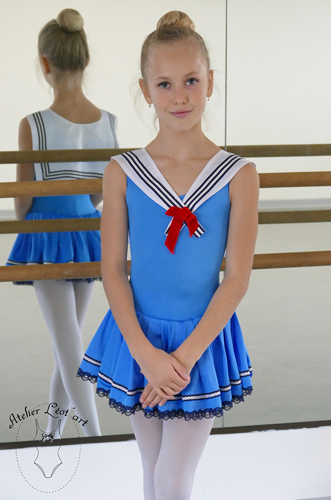 robe-marine-location-danse-leotart-bleu-3